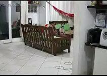 Comendo a filha do meu vizinho escondido