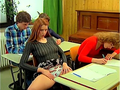 Novinha fazendo sexo na escola com o diretor