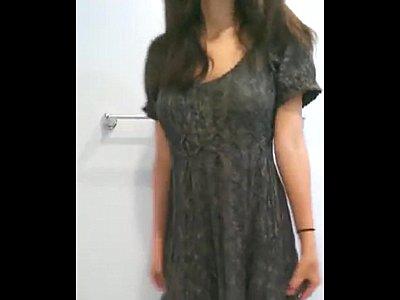 Novinha Alyssa caiu na net em vários snaps peladinha se masturbando
