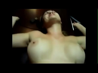 Mulher nua dando cu