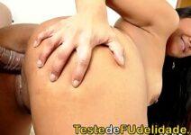 Vídeo pornô brasileiro com gostosa loira dando cu