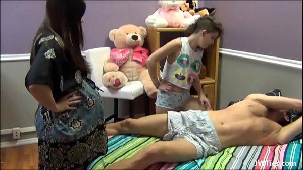 Novinhas abusando do tio amarrado na cama