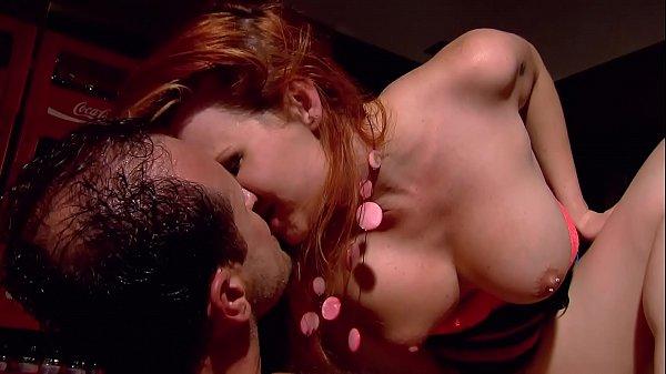 Ruiva gostosa dando a raba no sexo anal sensacional